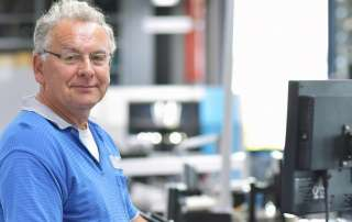 Die BMWi Förderung Digital Jetzt zur Mitarbeiterqualifizierung und Weiterbildung Zertifikate für die digitale Transformation - Die Akademie der Ruhr Universität hat eine AZAV Trägerzulassung.